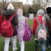 Niñas musulmanas camino del colegio en Pozuelo.