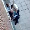 Un país de cobardes: Tres ladrones roban a un anciano a plena luz del día ante la impasibilidad de los vecinos