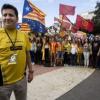 """Echan al cónsul de Letonia en Barcelona por colgar una """"cubana"""" en el Consulado"""