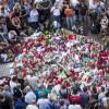Flores y velas encendidas en las Ramblas para disuadir a los terroristas islámicos..
