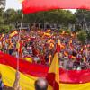 Manifestantes en Sevilla a favor de la unidad de España.