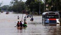 Una calle inundada de medellín de Bravo, en Veracruz, México
