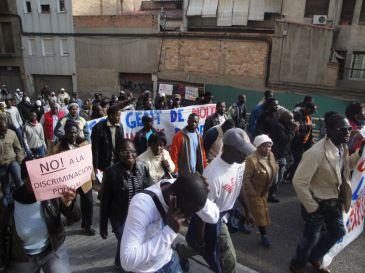 Inmigrantes africanos protestan en Lérida exigiendo derechos y trabajo.