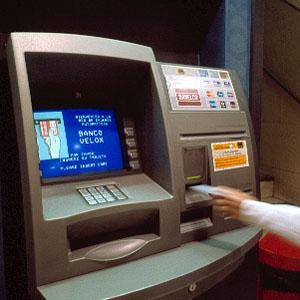 La banca encarece el mantenimiento de cuentas y el uso de for Bancos y cajas con clausula suelo
