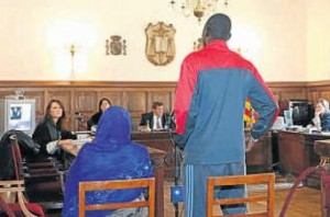 Matrimonio gambiano acusado de practicar una ablación de clítoris a su hija, de espaldas, en un juicio en Teruel.