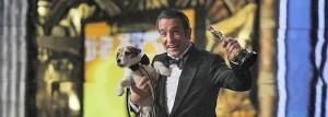 Jean Dujardin, con el perro Uggie y su Oscar.