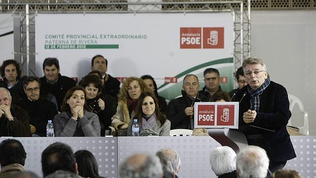 Cabaña, durante su intervención ante dirigentes del PSOE de Cádiz.