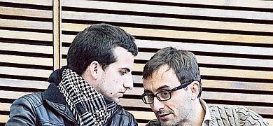 Ordóñez junto al asesor del PSPV, ayer en Les Corts.