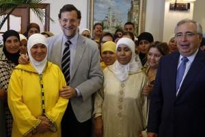 Rajoy, con un grupo de musulmanas en Melilla.