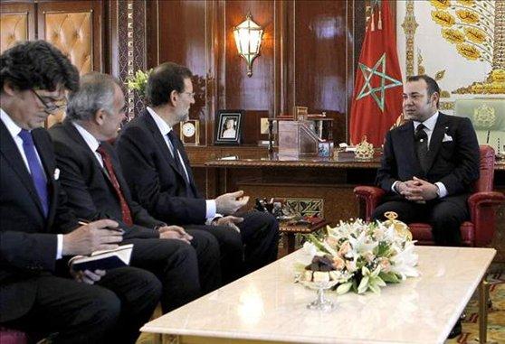 "Foto del encuentro entre Rajoy y Mohamed VI en Rabat. Al término del mismo, el jefe del ejecutivo español dijo que el monarca alauita era un ""ejemplo a seguir""."