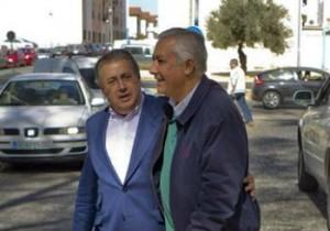 El candidato del PP a la Presidencia de la Junta, Javier Arenas y el alcalde de Sevilla, Juan Ignacio Zoido.