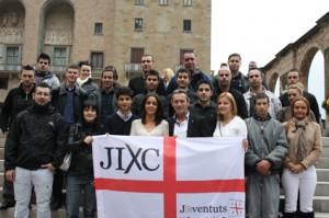 Anglada, con miembros de las juventudes de su partido.