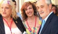 Griñán, con representantes del colectivo de lesbianas y transexuales.
