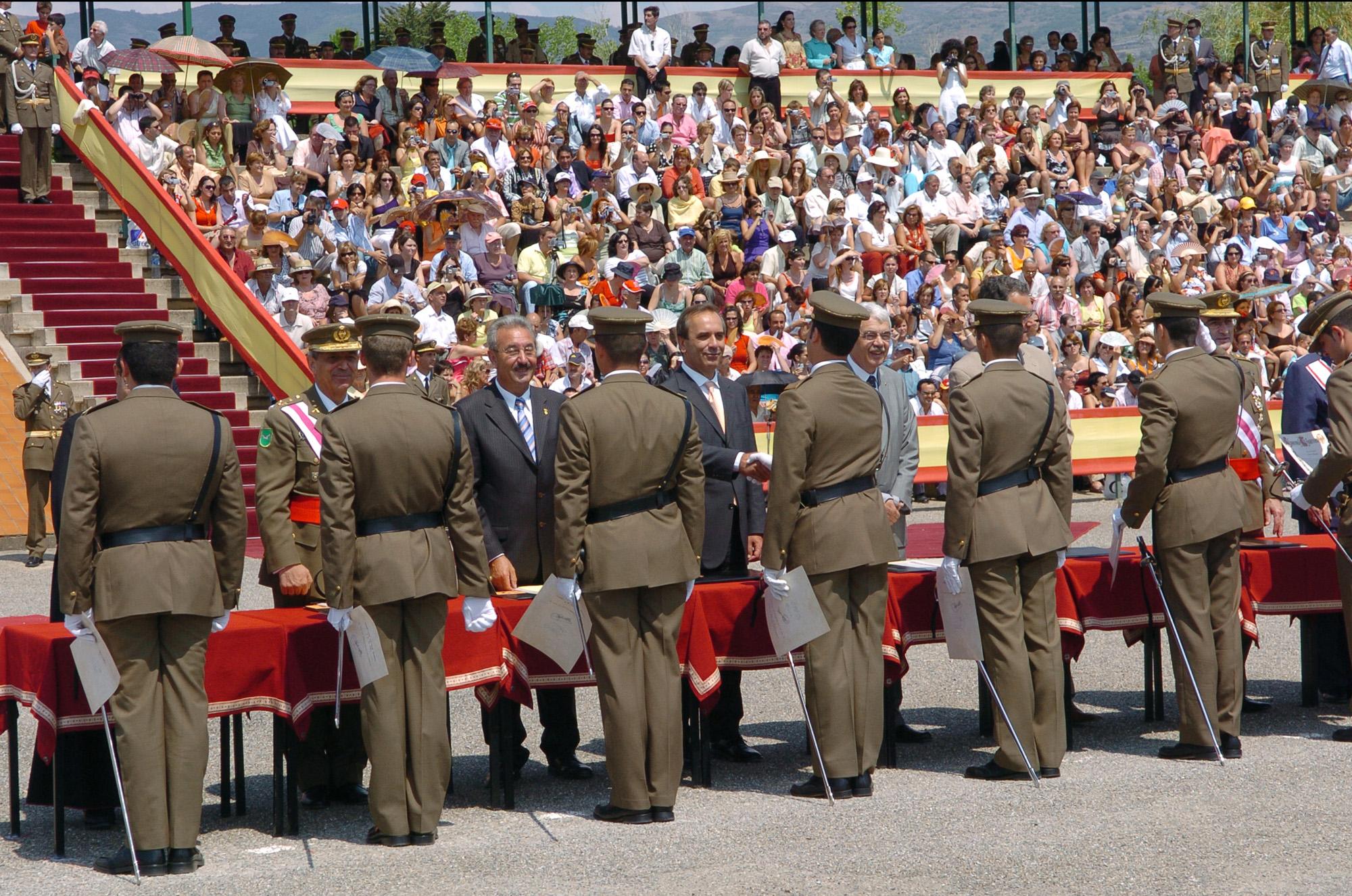 Entrega de los reales despachos en la Academia General Básica de Suboficiales