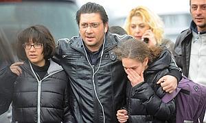 Familias desoladas, en el entorno de la escuela