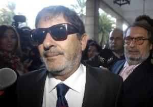El exdirector general de Trabajo de la Junta de Andalucía, imputado en el caso de los ERE fraudulentos, Francisco Javier Guerrero llegando este miércoles a los juzgados de Sevilla.