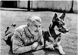 'Rin Tin Tin' en Hollywood junto a su dueño, entrenador y salvador Lee Duncan.
