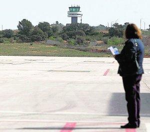 Torre de control del aeropuerto de Castellón.