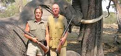 Mientras España se desmorona, el rey Borbón se entretiene cazando ejemplares únicos en África.
