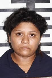 Algunas empleadas de hogar procedentes de Sudamérica, como la de la imagen, cuentan con antecedentes penales en sus países.