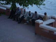 Algunos de los moros captados por la cámara fotográfica del dirigente plataformista en Tortosa.