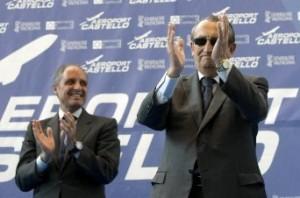 El ex presidente de la Generalitat, Francisco Camps (i), y el presidente de la Diputación y presidente de Aerocas, Carlos Fabra, durante la inauguración hace un año del aeropuerto de Castellón.
