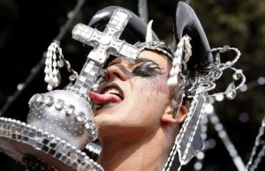 Monseñor Martínez Sistach pide para los gays el respeto que éstos no tienen por los católicos.