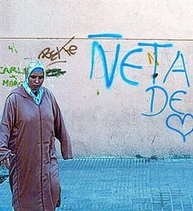 Una imagen ya típica en Cataluña: Pintada de los 'Ñetas' en Hospitalet.