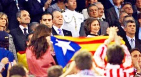 Juan Carlos I, en el palco de Mestalla, en la final de hace tres años