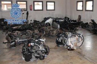 Imagen de los coches desguazados que se vendían por piezas en Marruecos