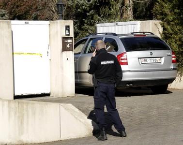 La Policía suiza registra la casa del asesino pakistaní.