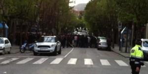 Decenas de moros acosando el domicilio de Anglada.