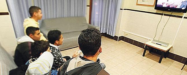 Adolescentes en el centro de acogida de Melilla.