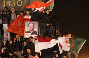 Argelinos y magrebíes celebran la victoria de Hollande en las calles de Marsella.