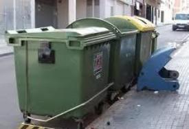 Los restos humanos fueron encontrados en estos contenedores de basuras.