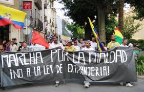 Ecuatorianos protestan en Madrid contra la ley de extranjería.