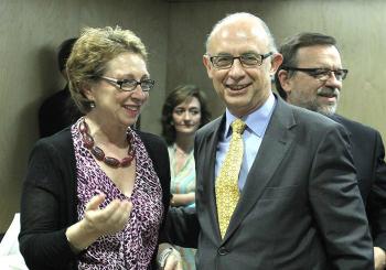 Cristóbal Montoro y Carmen Martínez Aguayo, consejera de Hacienda del Gobierno andaluz.