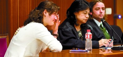 Nabila Achir lloró ayer cuando escuchó el veredicto del portavoz del jurado.