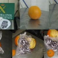 Imágenes cedidas por la guardia civil Así estaban las naranjas con el hachís introducido en cápsulas en su interior.