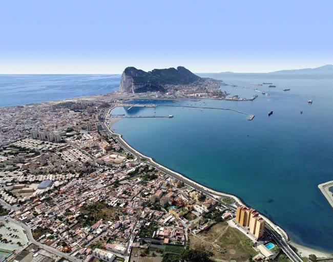 Gibraltar enfrentamientos por el control de la bah a de for Cristalerias en algeciras