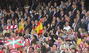Athletic-Barcelona. Final de la Copa del Rey en el Estadio Vicente Calderón. En la imagen, momento de la pitada durante el himno español.