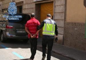 Uno de los ocho detenidos por prostitución de menores.