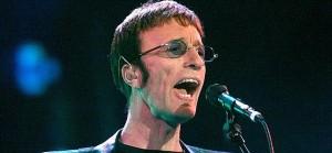 Robin Gibb, durante una actuación de los Bee Gees en 2001.