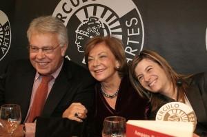 Amparo Rubiales, entre Felipe González y Bibiana Aído.