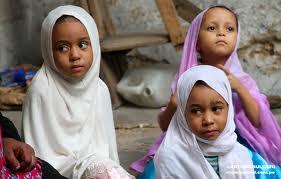 Niñas musulmanas en las calles de Stone Town