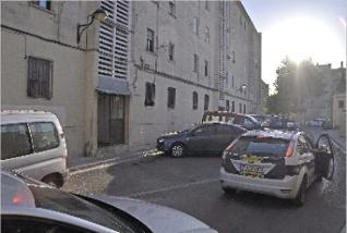 La policía ante la finca de Algemesí donde se produjo la agresión.