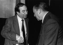 Juan Maria Bandres (i) y Blas Piñar (d) departen en el Congreso de los diputados.
