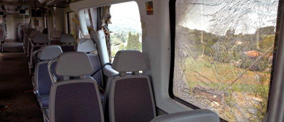 En el momento de la colisión viajaban 13 personas en el convoy.