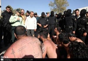 Iraníes detenidos por consumo de alcohol.