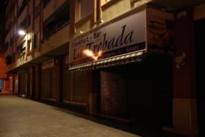 El bar que regentaba la pareja en Reus, a pocos metros donde se ha producido en crimen.